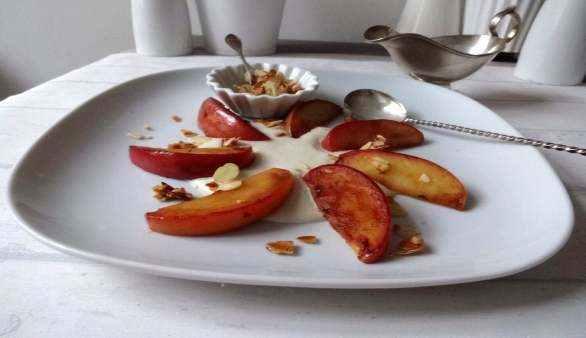 Bratapfel auf Marzipan-Spiegel