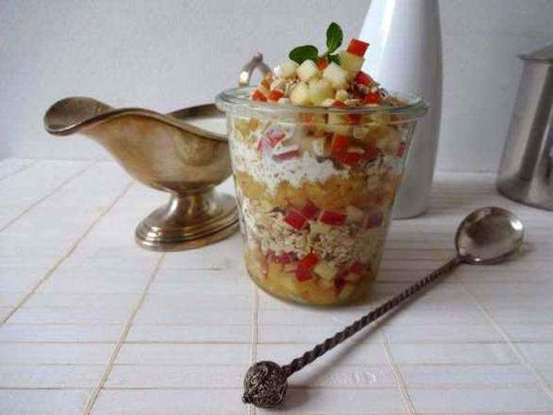 Veganes Apfel-Karamell-Müsli mit Vanille-Rahm