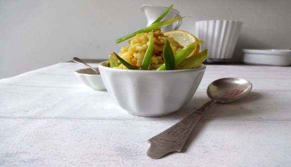 Veganes Zitronen-Risotto mit glacierten Frühlingszwiebeln