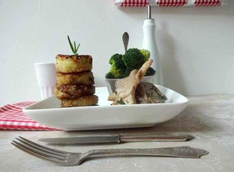 Kartoffel-Taler an Austernpilz-Ragout