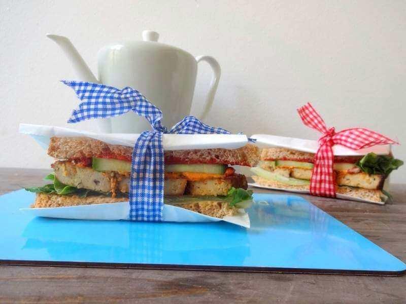 Herzhaftes Dinkel-Sandwich mit Sesam-Tofu