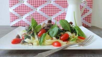 Tagliatelle mit Rahm-Spinat & Pilzen