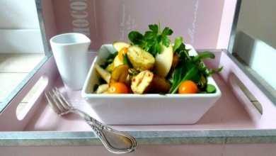 Gebackene Maronen auf fruchtigem Feldsalat